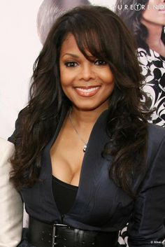 PHOTOS - Janet Jackson Glamor With This Hairstyle .- Janet Jackson is glamorous with this long and beautifully wavy afro hairstyle, which she customizes with long bangs on the side. Michael Jackson, Jo Jackson, Jackson Family, Christina Hendricks, Elizabeth Taylor, Janet Jackson Videos, Mariah Carey, Janet Jackson Unbreakable, Britney Spears