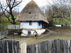 Everybody admires an ancient farmhouse in Romania School Architecture, Architecture Design, Romania People, Places Around The World, Around The Worlds, Adobe House, Wonderful Places, Diy Design, Places To Go