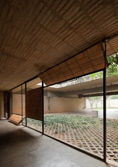 Image 16 of 25 from gallery of Fanego House / Sergio Fanego + Gabinete de Arquitectura. Photograph by Federico Cairoli Tropical Architecture, Brick Architecture, Architecture Office, Residential Architecture, Contemporary Architecture, Architecture Details, Contemporary Furniture, Deco Design, Glass Design