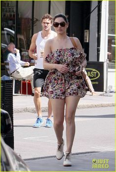 2281591ffe Photo Kelly Brook leads the way to her car as she and beau Thom Evans leave  breakfast together on Monday (July in London