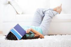 Te weinig vitamine D maakt je neerslachtig -  Je eet gevarieerd slaapt voldoende sport een paar maal per week en smeert je van top tot teen in met een hoge beschermingsfactor voor je de zon in gaat. Zo op het oog doe je alles goed maar toch kan het zijn dat je een belangrijk element mist. En juist dat te weinig vergroot je risico op hoge bloeddruk diabetes met 25 keer. Wat dat is? Vitamine D. Hoe je erachter komt? Zo:  Overmatig zweten  Plotseling optredende spierslapte  Botbreuken…