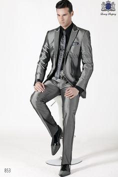 Traje de moda italiano a medida modelo guerrera gris antracita con tejido New Performance, con solapa en pico moda, 1 botón de fantasía, modelo 853 Ottavio Nuccio Gala, 2015 Coleccion Emotion.
