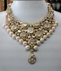Vintage necklace ideal for special occasions, set with eye popping clear old-cut diamonds Kundan Meena Jewelry Vilandi Jewelry Diamond polki jewelry Bridal sets Traditional Indian Jewelry Wedding Jewelry Bridesmaid Jewelry Sets, Bridal Jewelry Sets, Bridal Sets, Bridal Jewellery, Diamond Jewelry, Gold Jewelry, Crystal Jewelry, Jewelry Art, Jewlery