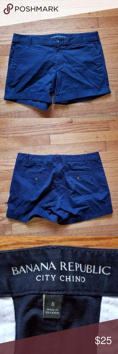 "Banana Republic City Chino Shorts 8 Great used condition. Size 8. Navy blue.   17"" actual waist 5"" Inseam Banana Republic Shorts"