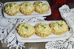 Cum se face aluatul pentru tarte aperitiv (pate brisee)? - CAIETUL CU RETETE Vegan Snacks, Cauliflower, Deserts, Muffin, Food And Drink, Yummy Food, Vegetables, Cooking, Breakfast