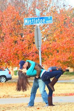 There is a Mistletoe Dr. in Indianapolis. Indianapolis Indiana so, technically,you don't have to wait for christmas to kiss under the mistletoe. so cute! All You Need Is Love, Just In Case, Le Gui, Foto Fun, The Embrace, Under The Mistletoe, Photo Couple, Dreams, Entertainment