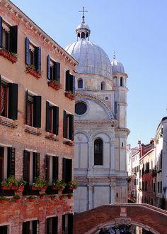 Wonderful Italy http://www.travelandtransitions.com/destinations/destination-advice/europe/