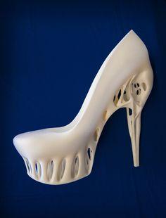Van customized sieraden tot luchtvaartonderdelen: dankzij 3D-technologie zijn steeds meer producten in kleine oplages te printen. Een interview met de directeur van het Nederlandse Shapeways in NY: www.intermediair.nl/weekblad/20130815/#6