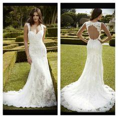 Wonderfull fit and flair wedding dress by blue by enzoani! Dieses Model heißt Inaru und ist mein persönlicher Liebling, den meine beste Freundin wir dieses Kleid zu ihrer Hochzeit tragen #weddingdress #fitandflair #white #perls #lowback