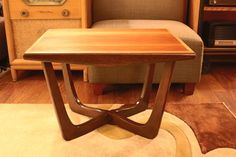 Mid century modern walnut side table with sculptural base by Kroehler in the…