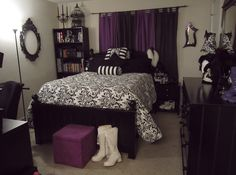 A Gothic Lolita's Bedroom - by corfina @ egl.livejournal