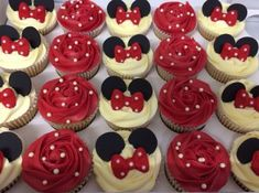 Inspirações de festas infantis da Minnie Mouse Minnie Mouse cupcakes I love the original red instead of pink. For a Vintage…Minnie Mouse cupcakes I love the original red instead of pink. Minnie Mouse Party, Minnie Mouse Birthday Cakes, Mickey Party, Mickey Mouse Birthday, Mouse Parties, 2nd Birthday, Birthday Ideas, Cupcakes For Birthday, Minnie Mouse Cake Pops