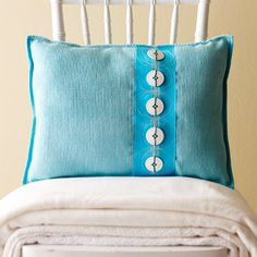 Pillows from placemats ... so easy, I think even I can do it!