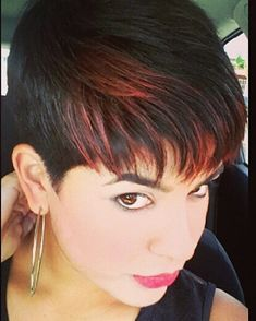 Wow I like the little bits of color contrast Short Sassy Hair, Very Short Hair, Cute Hairstyles For Short Hair, Pixie Hairstyles, Short Hair Cuts, Short Hair Styles, Pixie Haircuts, Pixie Cuts, Short Pixie