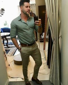 Loght green with khakis and tassel. Stylish Mens Outfits, Casual Outfits, Men Casual, Fashion Outfits, Fashion Moda, Mens Fashion, Formal Men Outfit, Formal Wear, Formal Shirts For Men