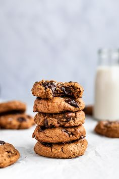 The best lactation cookies for nursing mamas! These vegan & gluten free lactation cookies are made with oats & brewer's yeast for boosting milk supply. Healthy Cookie Recipes, Healthy Food Blogs, Healthy Cookies, Gluten Free Cookies, Healthy Baking, Vegan Recipes, Healthy Sweets, No Bake Cookies, Gluten Free Recipes