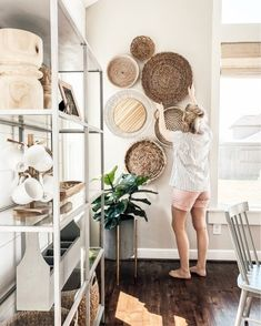 it, a shopping discovery app that allows you to instantly shop your favorite influencer pics across social media and the mobile web. Boho Living Room, Living Room Decor, Bedroom Decor, Home Decor Trends, Home Decor Inspiration, Tobacco Basket Decor, Home Remodeling Diy, D House, Baskets On Wall