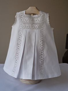 Mis puntadas: Vestidos … … - this is a combo of lace and pique - beautiful.