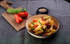 Ριγγατόνι με φρέσκο λουκάνικο και ψητές τομάτες