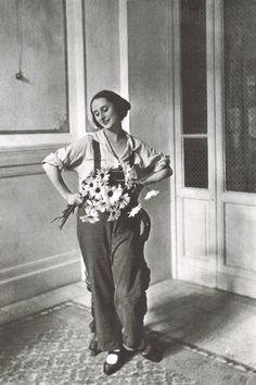 Anna Pavlova and daisies