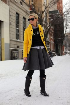snow day (Old Navy coat + Madewell sweatshirt + Madewell woven top + J. Anderson skirt + DKNY tights + American Apparel socks + Hunter x Rag & Bone boots + Karen Walker sunnies) Navy Skirt Outfit, Hunter Boots Outfit, Yellow Coat, Navy Coat, Grey Yellow, Atlantic Pacific, Look Girl, Winter Stil, Inspired Outfits