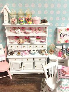 Miniatur-Dollhouse-Springtime-Stall von RibbonwoodCottage auf Etsy