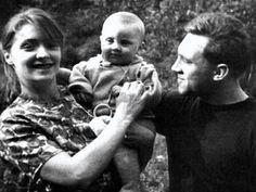1963. Людмила Абрамова и Владимир Высоцкий с сыном Аркадием на станции «Отдых». Фото Н.Гузанова, 29 июля