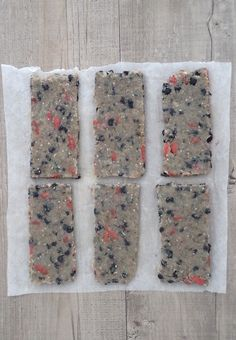 En parcourant le dernier Sat'info, j'ai tout de suite craqué sur cette recette de Clea . Ces barres aux graines de chia et aux amandes avai...
