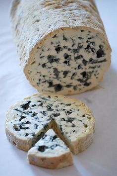 Fourme d'Ambert - Artisanal Premium Cheese