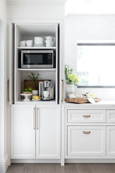 White Kitchen Ideas - White never ever stops working to offer a kitchen layout a classic look. These trendy kitchens, including every little thing from white kitchen cabinets to sleek white . Coffee Station Kitchen, Kitchen Remodel, Modern Kitchen, Home Kitchens, White Shaker Cabinets, Kitchen Layout, Kitchen Style, Kitchen Renovation, Kitchen Design