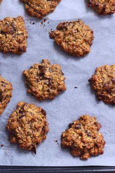 """[Cookies """"sains"""" à l'avoine, beurre de cacahuète et chocolat noir {sans lactose - à IG bas}] [Cookies """"sains"""" à l'avoine, beurre de cacahuète et chocolat noir {sans lactose - à IG bas} - Healthy Peanut Butter Oats and Dark Chocolate Cookies (Dairy free and Low Glycemic)The Happy Cooking Friends"""