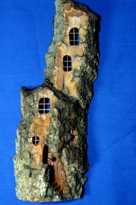 This is a bark carving but can be painted on rocks too.