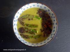 Gezonde soep tjokvol groene asperges en spinazie. Wat je niet direct gebruikt, vries je in! Serveer met wat kort opgebakken aspergetips en wat peulvruchten of noten.