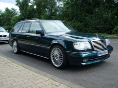 Sadly, our green wagon looked nowhere near this good. It met it's end by being rear-ended by another Mercedes going about 40 mph. Mercedes 124, Mercedes Benz 190e, Classic Mercedes, Merc Benz, Wagon Cars, Mercedez Benz, Benz E Class, Station Wagon, Touring
