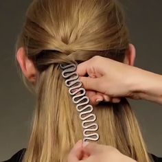 Looking for a quick and easy way to braid your hair on your own? Twist Plait Braiding Hair Tool is here to give you cute curls without the struggle and hassle! # cute Braids for dance 😍 Twist Plait Braiding Hair Tool Girls Natural Hairstyles, French Braid Hairstyles, Easy Hairstyles For Long Hair, Cool Hairstyles, Hair Curling Tips, Hair Upstyles, Rides Front, Hair Tools, Balayage Hair