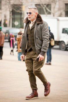 Nick Wooster I love him style!!! ocanci maro retro, pantalonii verzi cu turul jos cu Avirex sau bomber fas kaki cu guler blana (bocancii bot patrat sau Camper) si vesta tricotata maro sau verde