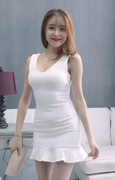 Pretty Short Dresses, Sexy Dresses, Evening Dresses, Classy Women, Sexy Women, Mini Club Dresses, Frocks For Girls, Korean Girl Fashion, Beautiful Asian Women