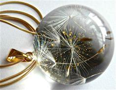Pendentifs, Pendentif avec un bouquet de pissenlit est une création orginale de Grol-jewellery sur DaWanda
