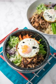 Teriyaki Duck Donburi: These teriyaki donburi (Japanese rice bowls) are made with succulent, slow-roasted duck. It's served atop a mound of rice along with a fried egg and plenty of veggies. (via Every Nook and Cranny) Donburi Bowl Recipe, Wagamama Recipe, Easy Weeknight Dinners, Easy Meals, Vegetarian Recipes, Healthy Recipes, Healthy Meals, Healthy Food, Asian Street Food