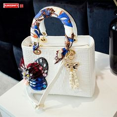 Luxury Purses, Luxury Bags, Tote Handbags, Purses And Handbags, Butterfly Bags, Butterfly Design, Studded Bag, Tote Pattern, Cute Purses