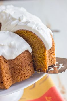 Pumpkin Spice Bundt Cake - easiest cake ever! Comes out of the pan looking fancy and all ready to go.