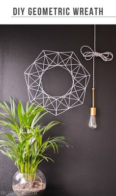 DIY Geometric Wreath Tutorial (made from inexpensive coffee straws!) to add to your home or Christmas decor Do It Yourself Inspiration, Diy Inspiration, Diy Christmas Decorations, Craft Projects, Projects To Try, Deco Luminaire, Ideas Prácticas, Decor Ideas, Ideias Diy
