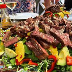 """Vin & Matguiden on Instagram: """"Asiatisk glasnudelsallad med grillad entrecôte! Mums mums mums 👌🏼😋 Såklart toppad med en vinegrette gjort på olivolja, vitvinsvinäger,…"""" Pot Roast, Steak, Beef, Ethnic Recipes, Instagram, Food, Wine, Carne Asada, Meat"""