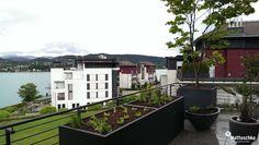 Hochbeet auf einer Dachterrasse zum Selbstanbau von Kräutern und Gemüse Klagenfurt, Mansions, House Styles, Roof Terraces, Water Pond, Lawn And Garden, Manor Houses, Villas, Mansion