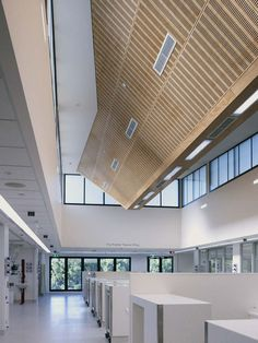 Alfred Hospital ICU, wood panelled ceiling. Credit Rhiannon Slater Photography.