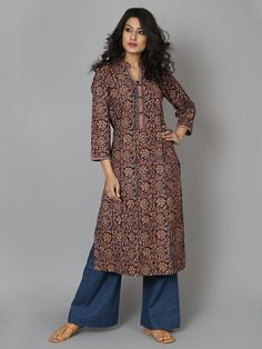 38 Ideas dress long casual flats for 2019 Kalamkari Kurti, Kalamkari Dresses, Kurta Patterns, Dress Patterns, Kurta Designs Women, Blouse Designs, Dress Designs, Trendy Dresses, Simple Dresses