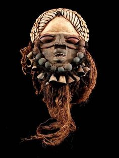 ** Maske der Ngere, We / Elfenbeinküste ** inkl. Sockel **