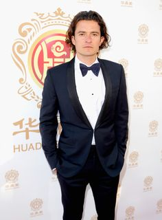 Orlando Bloom Photos - Actor Orlando Bloom attends the Huading Film Awards on June 1, 2014 at Ricardo Montalban Theatre in Los Angeles, California. - Arrivals at the…