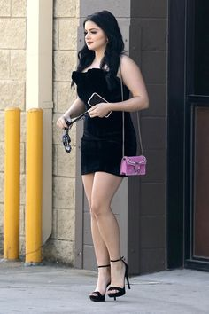 Ariel Winter Looks Glam Leaving a Studio with Boyfriend Levi Meaden!: Photo Ariel Winter is totally slaying it! The Modern Family actress went glam in a little, black dress as she made her way out of a studio on Tuesday afternoon… Curvy Celebrities, Celebs, Ariel Winter Feet, Ariel Winter Bikini, Arial Winter, Beauté Blonde, Mini Robes, Sexy Outfits, Fashion Outfits