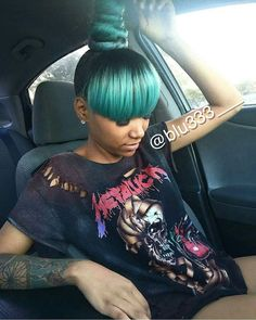 Ombre color, green hair and high bun! this bold hair color! Dope Hairstyles, Ponytail Hairstyles, Weave Hairstyles, Pretty Hairstyles, Updos, African Hairstyles, Black Hairstyles, Hairstyle Ideas, Straight Hairstyles